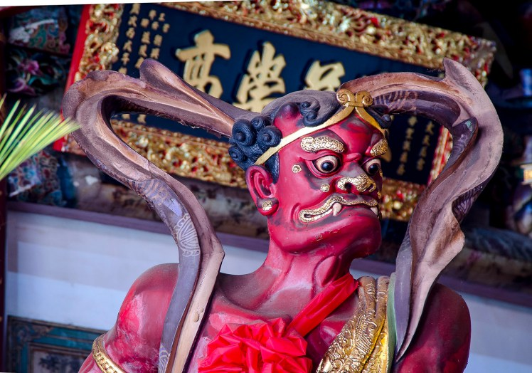 TiawanTemples-god-red
