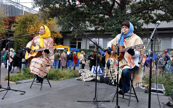 Live Mexican music added to the festive atmosphere. Photo Credit: Leslie Long