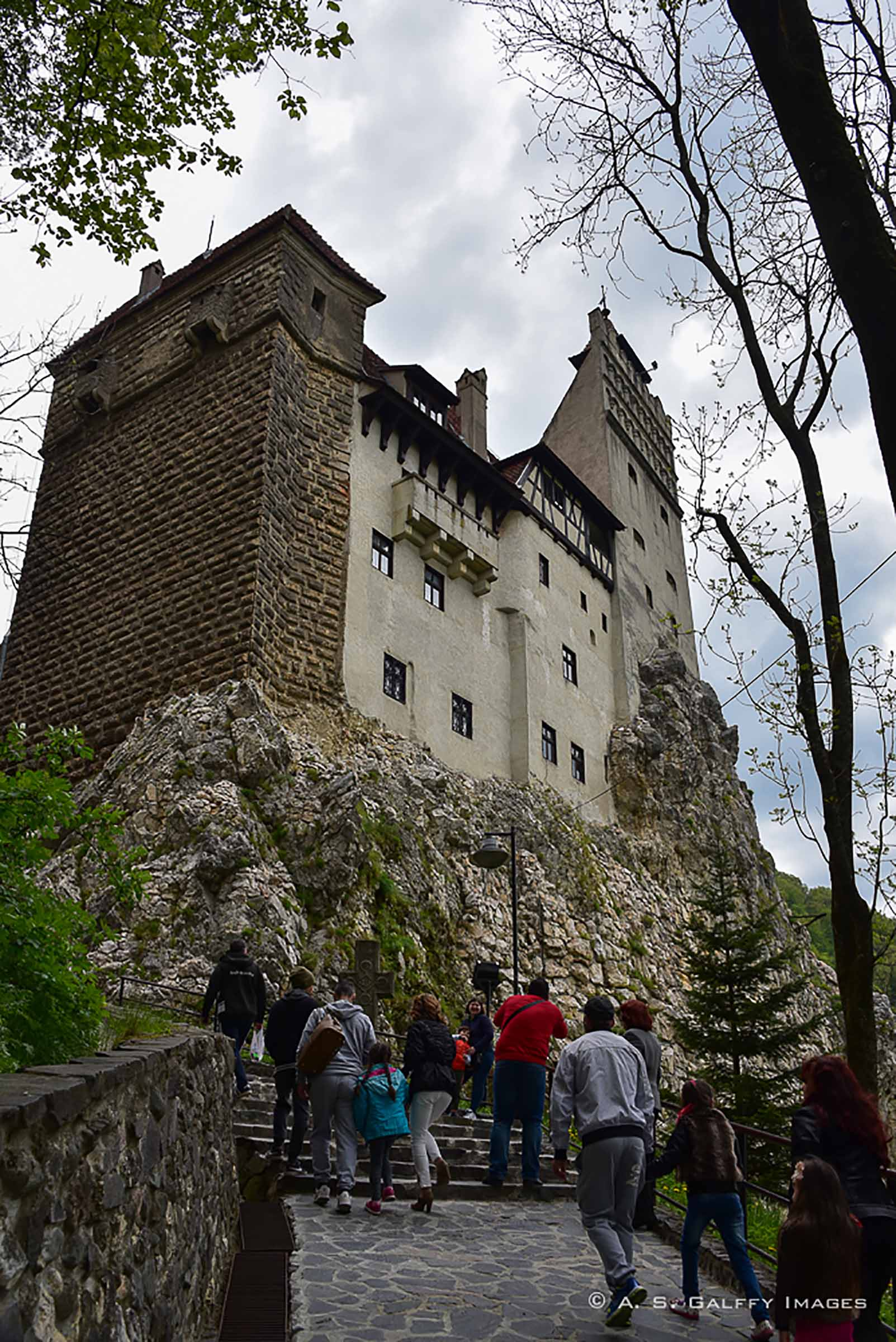 Bran Castle Caught Between Legend And History - Travelworld International Magazine-1650
