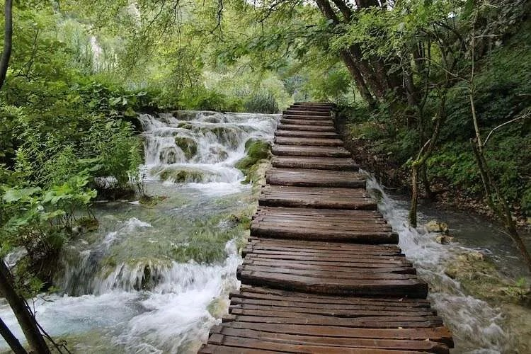 Plitvice lakes wooden path dark sky