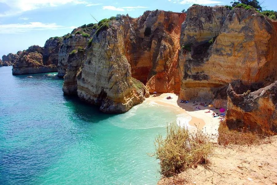 Dona Ana beach and cliffs