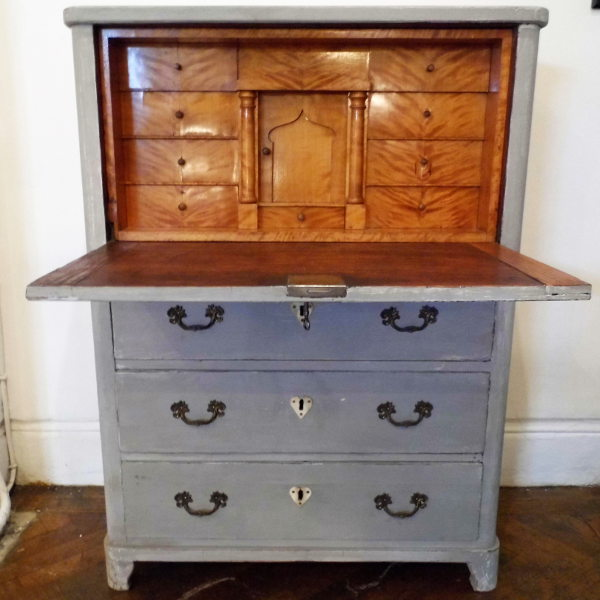 Decorative Antiques in London NW8