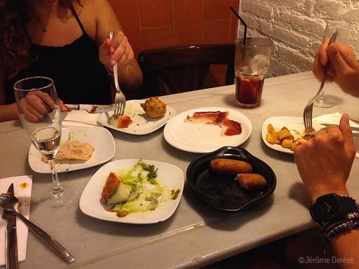 Partir manger ensemble après une rencontre à Barcelone