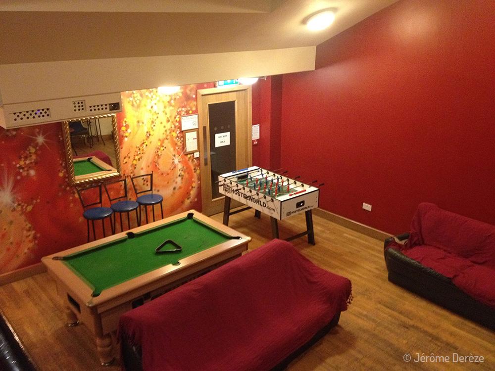 Conseils pour bien choisir son auberge de jeunesse - Salle commune à Dublin en Irlande