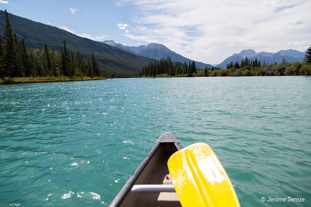 voyager au parc national de Banff - Canot sur la rivière bow
