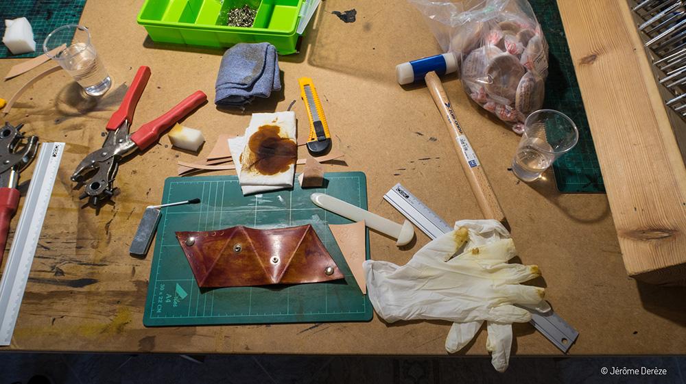 Apprendre l'espagnol - Travailler le cuir avec un artisan