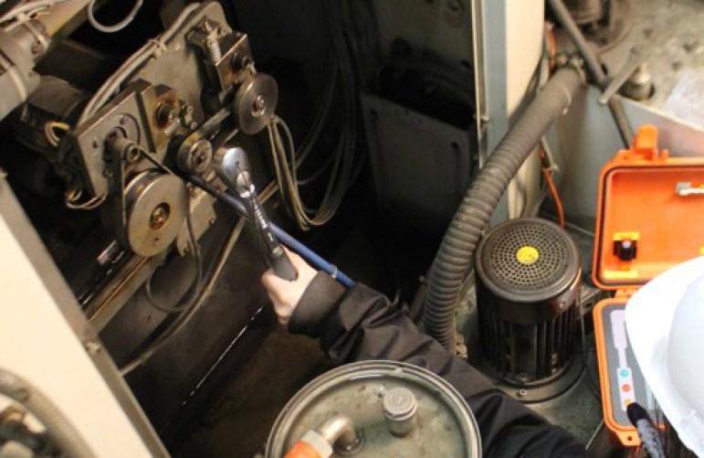 Serrage industriel d'un moteur
