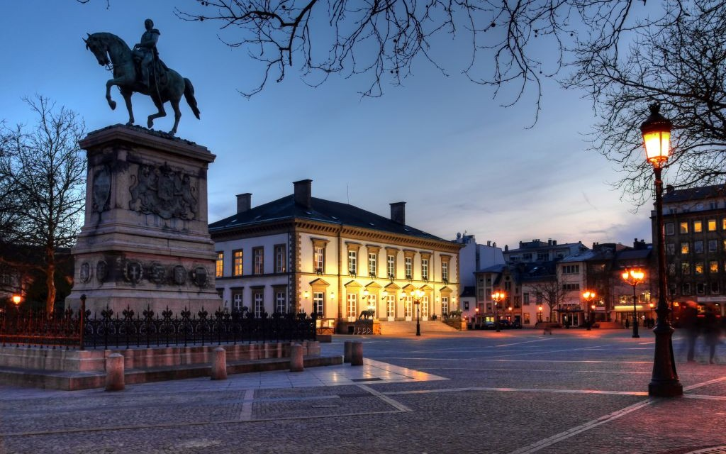 https://i2.wp.com/www.trazeetravel.com/wp-content/uploads/2015/02/Place-Guillaume-II-The-Kneudler-in-Luxembourg-City-%C2%A9-Mihai-bogdan-Lazar-Dreamstime-13574771-e1424894930423.jpg