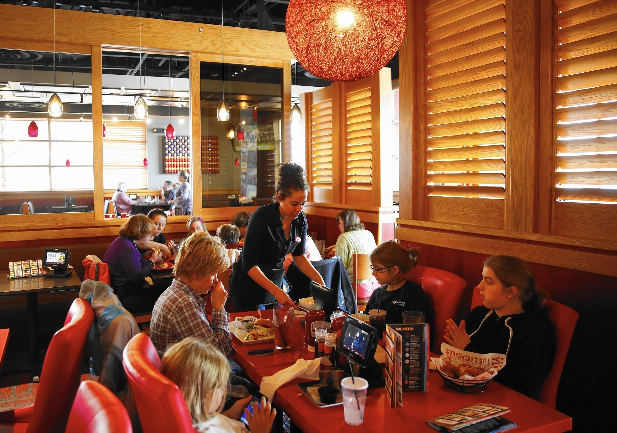 Red Robins Plan To Woo Customers Put Up Walls Chicago
