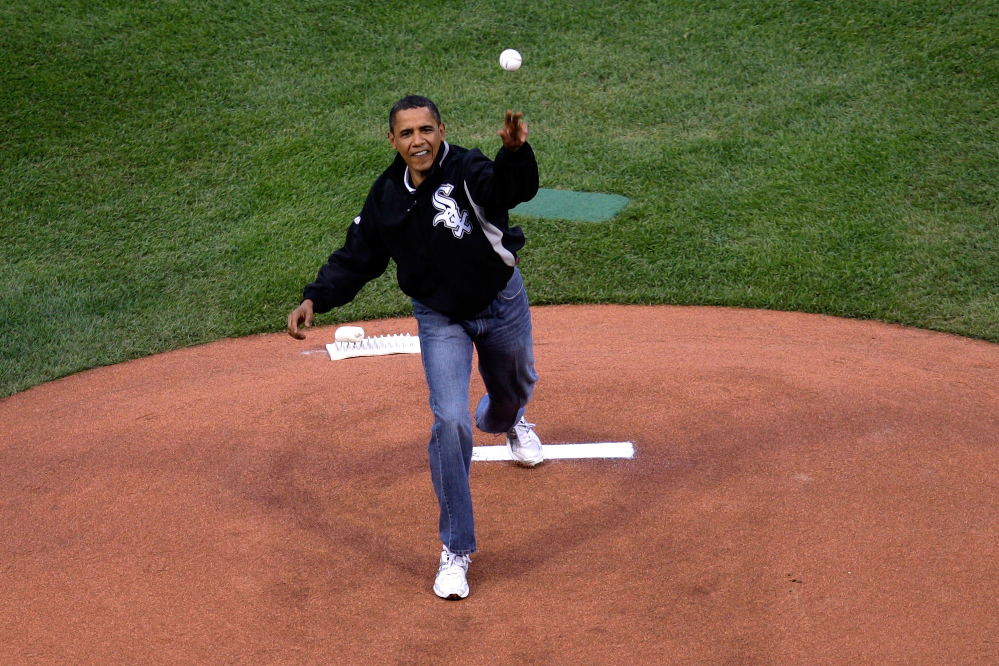 Sox Fan Obama Unlikely To Attend Cubs Playoff Games This Weekend Chicago Tribune