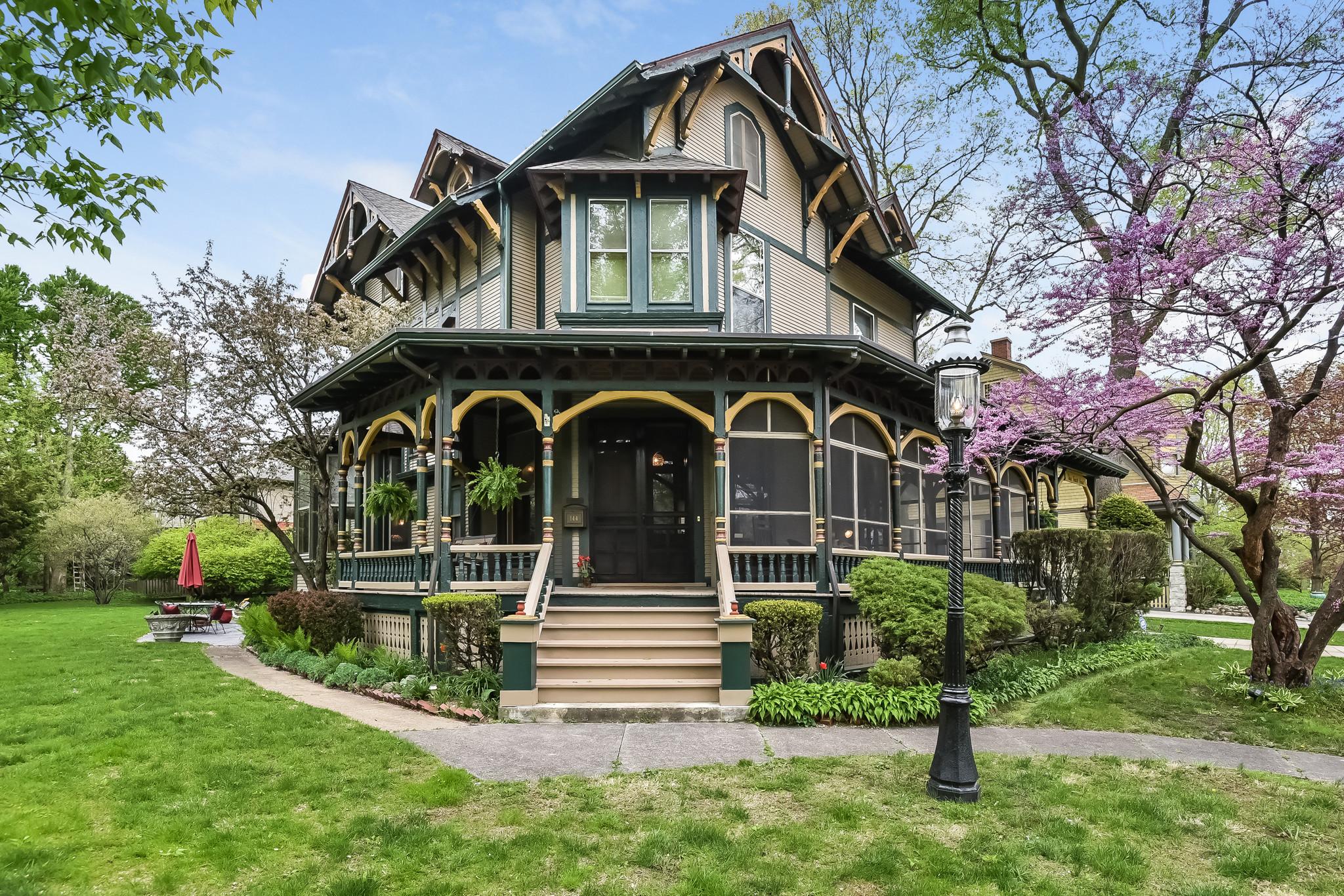 Victorian Home In Riverside 1 2m Chicago Tribune