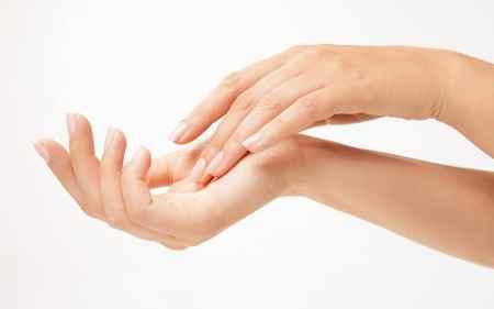 Conseils pour soigner les mains sèches