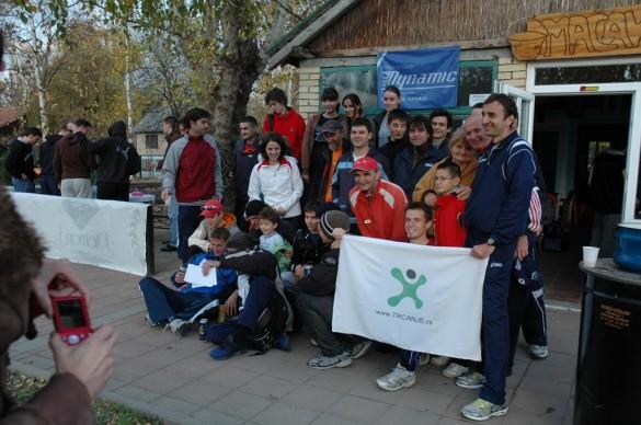 Mačak polumaraton 2009, zajednička fotografija posle trke. Foto: Dragan Ćirić
