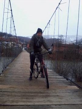 Nina na mostu