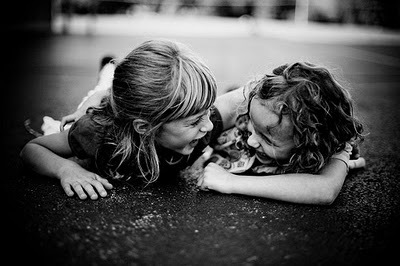 laughter-laughing-little-girls-best-friends