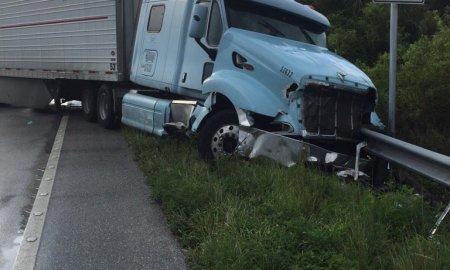 Multiple car crashes left 3 people dead