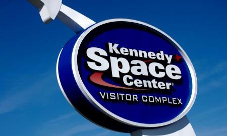 Kennedy Space Center sign Photo: cyndi lenz