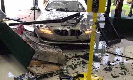 Fort Pierce: Car crashes into business