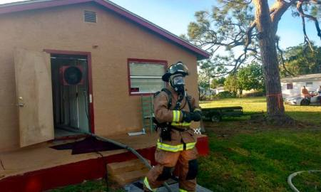 Fire in Fort Pierce displaces 5 men