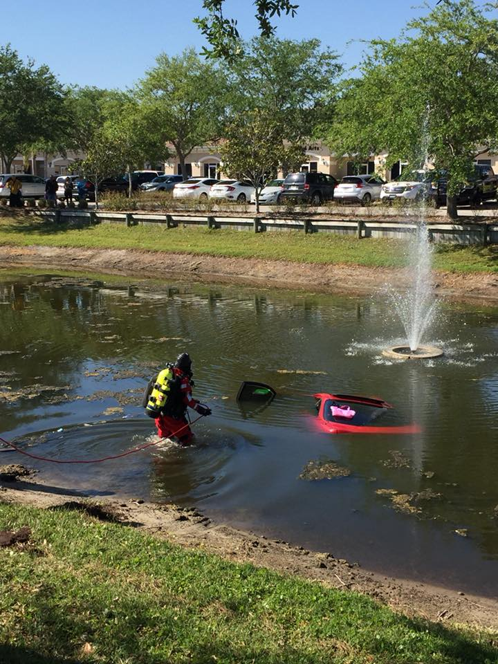 Car rolls into Stuart retention pond