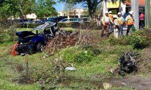 Couple saved by construction workers from burning car in Ft Pierce