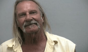 """DISTRACTED MAN """"ALARMS"""" UNDERCOVER OFFICER AND CELEBRATES THE 4TH IN JAIL"""