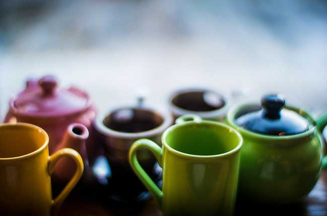 tea cups with tea for asthma treatment