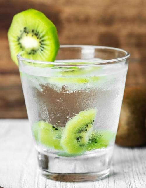 glass-of-water-with-kiwi