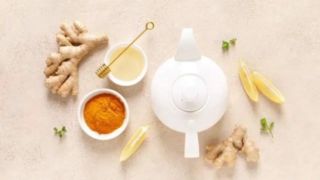 ginger turmeric lemon tea with honey