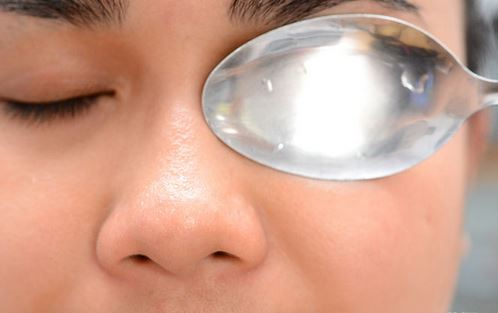 Cold spoons, cold compresses and cold water can help fix darkness under eyes fast