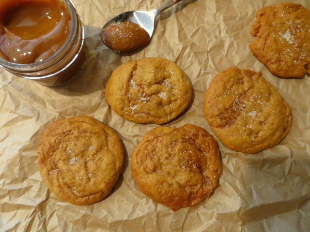 Salted-caramel-pumpkin-cookies