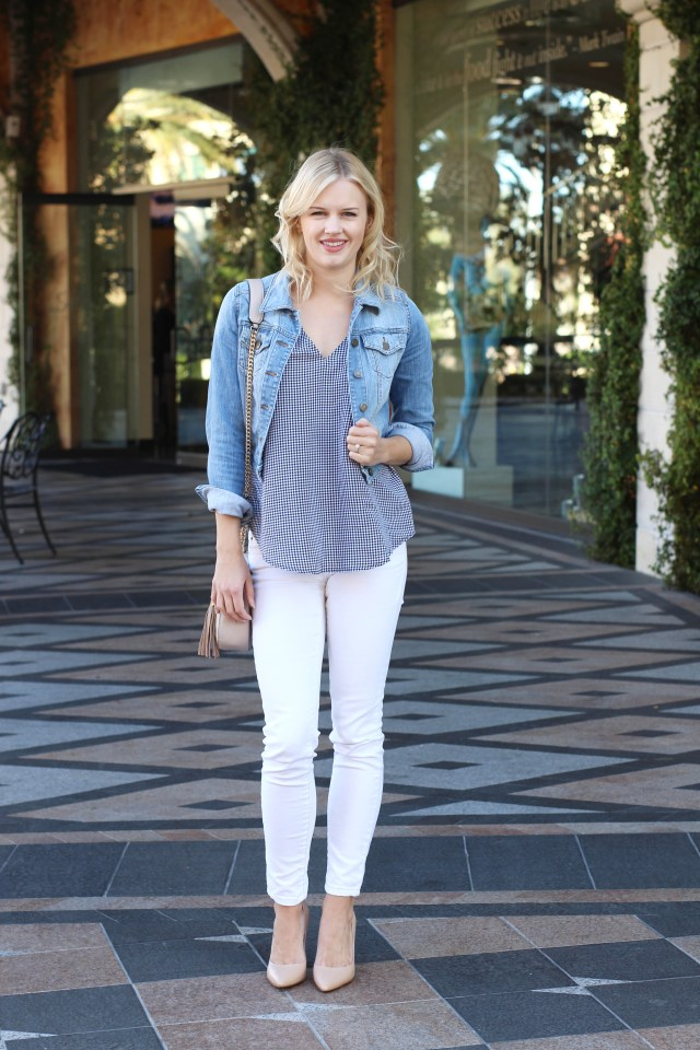 white-jeans-outfit-idea