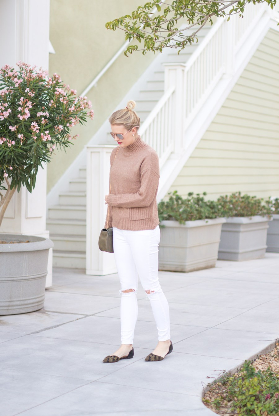 10 Ways To Wear White Skinny Jeans, white jeans, outfit ideas, fashion blog, Treats and Trends