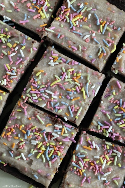 Date Sweetened Brownies with Vanilla Cashew Frosting // gluten free // treatswithatwist.com
