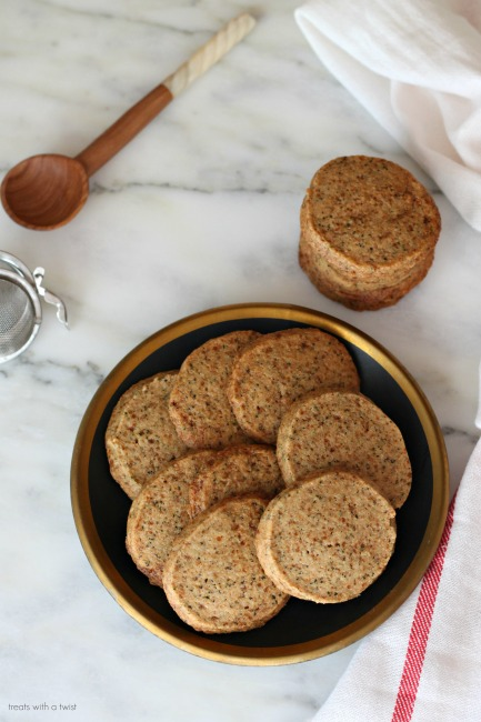 Earl Grey Coconut Sugar Shortbread Cookies // gluten free // treatswithatwist.com