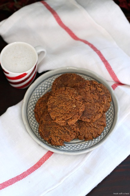 Grain-Free Spiced Molasses Cookies // #glutenfree // treatswithatwist.com