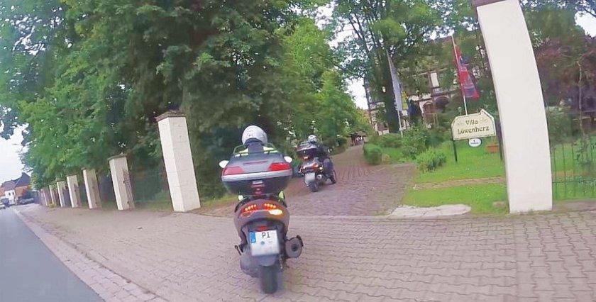 Einfahrt zur Villa Löwenherz, Weserbergland