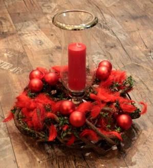 Weihnachtskranz - rote Kugeln/Federn