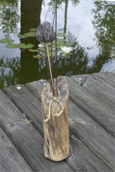 Treibholz Vase mit einer Blume