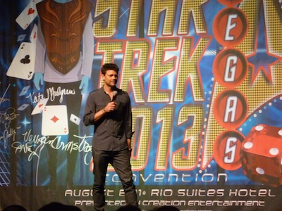 Karl Urban no palco