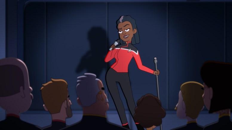 Capitão Freeman com um microfone na Cerritos