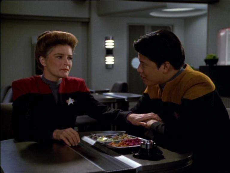 Janeway e Harry conversando