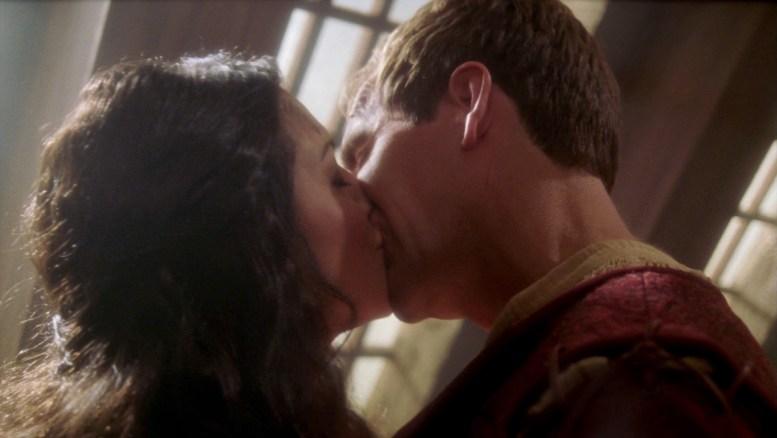 Archer e Riann se beijando em Civilization