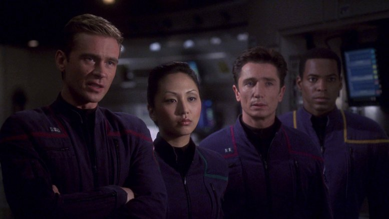 Tucker, Hoshi, Reed e Mayweather na ponte da Enterprise - Shadows of P'Jem