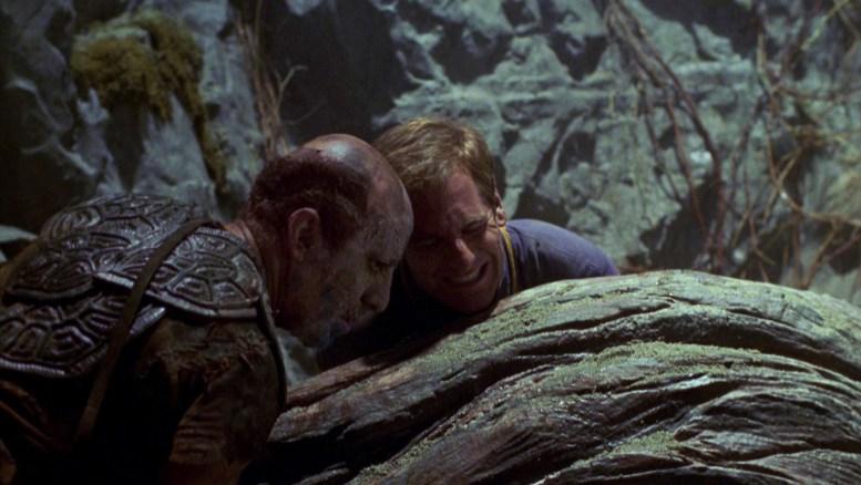 Archer e Jamin salvando um Novan