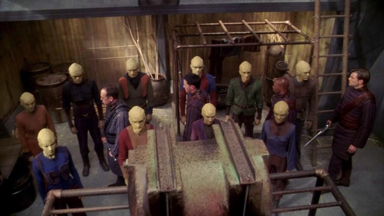 Prisioneiros Suliban em prisão Tandaran