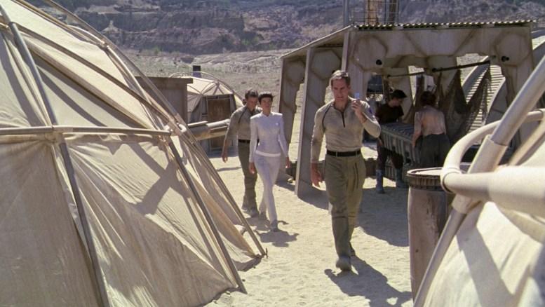 Archer, T'Pol e Tucker indo embora da mina