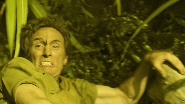 Jossen sendo perseguido por T'Pol