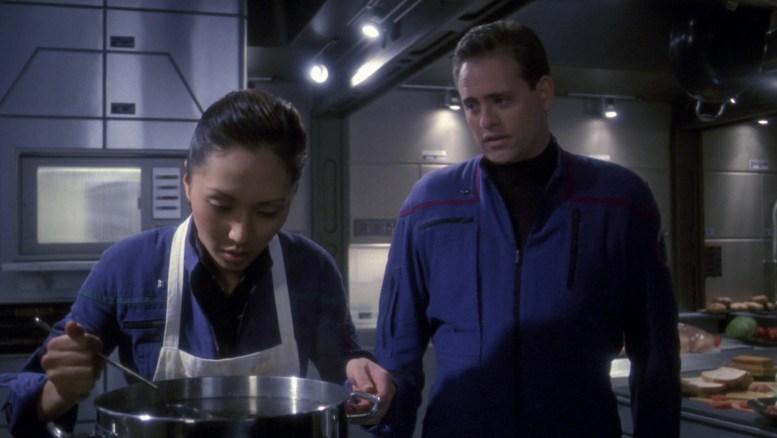 Hoshi preparando comida pra tripulação
