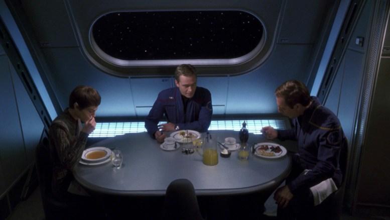T'Pol, Tucker e Archer jantando ao final de Future Tense